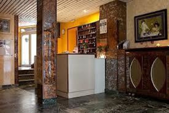 Est Hotel Paris: reception