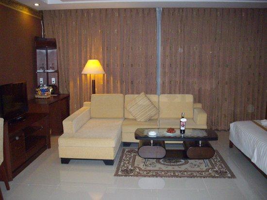 Northern Hotel Saigon: 넓은 객실 맘에 들어요