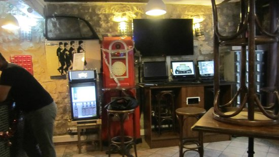 Woodstock Hostel: Lobby/Dining/Internet area