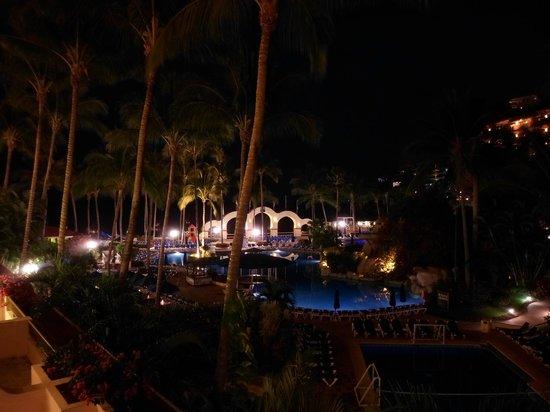Barcelo Puerto Vallarta: Hermosa la noche en este hotel