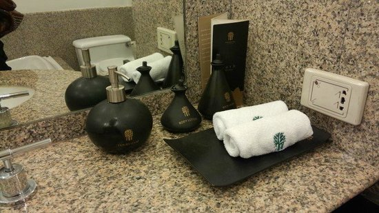 Banyan Tree Bangkok: amenities in the bathroom