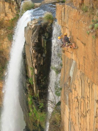 Shamrock Arms Guest Lodge: Abseiling - Elands waterfall