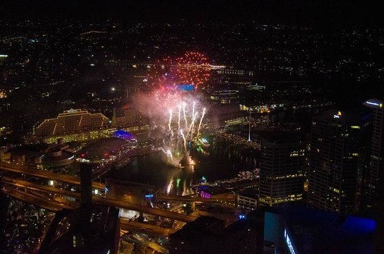 Meriton Serviced Apartments World Tower: looking DOWN at the fireworks show!