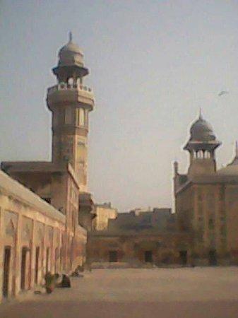 Masjid Wazir Khan (Wazir Khan Mosque): www.facebook.com/Thehassansher