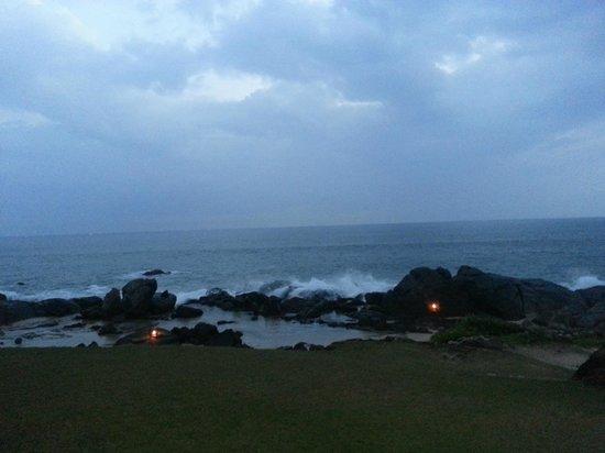 Jetwing Lighthouse: mäktigt när vågorna slår inmot klipporna