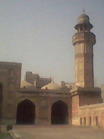 Masjid Wazir Khan (Wazir Khan Mosque): www.facebook.com / Thehassansher