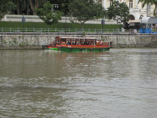 Boat Quay : River boat
