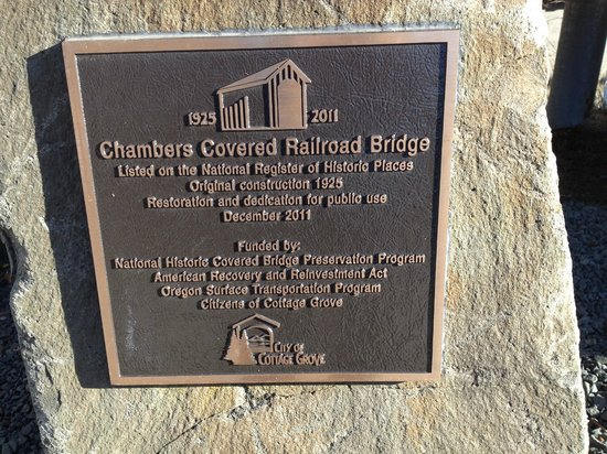 Cottage Grove, Oregón: Chambers Covered Railroad Bridge - Nat'l Register of Historic Places