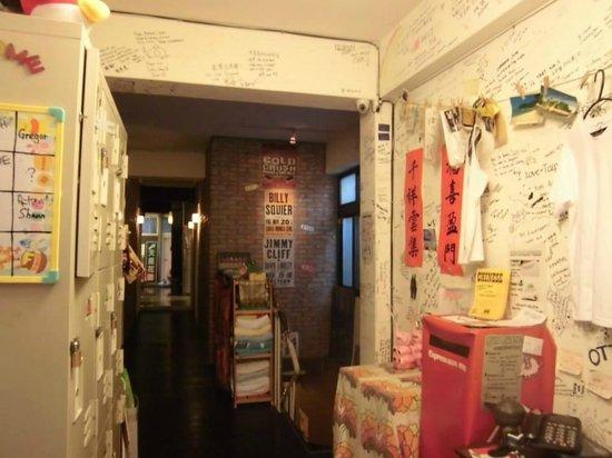 Eight Elephants & Dreaming Dragon Hostel: inside of the hostel