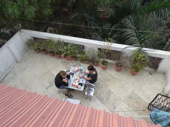 Tatvamasi Homestay : Dachterrasse