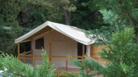 Camping Les Cent Chenes : CABANE ROBINSON