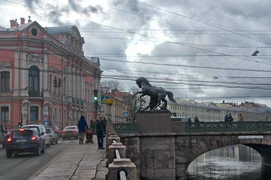 Anichkov Bridge: Набережная Фонтанки.