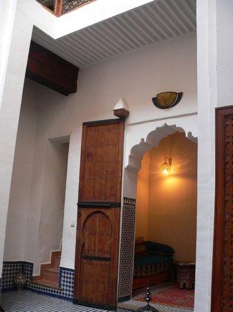 Riyad Al Atik : Холл