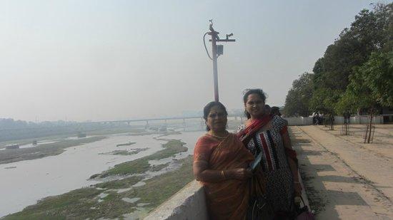 Sabarmati Ashram / Mahatma Gandhi's Home: sabarmathi river