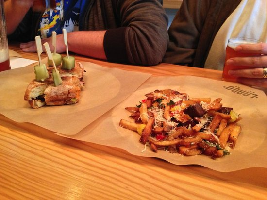 Forktown Food Tours : YummY - Dirty Fries - Oh yes!!