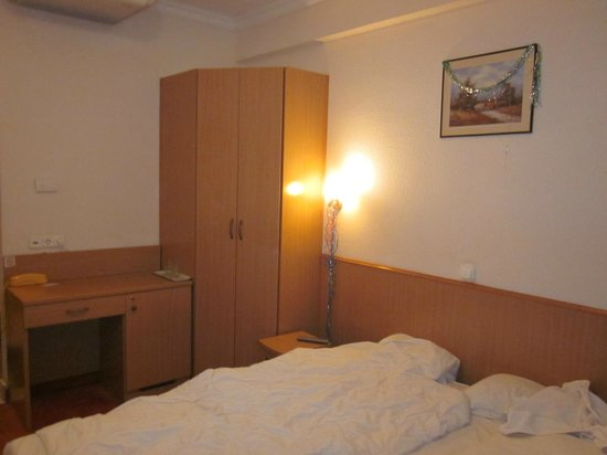 Hotel Zuglo: Номер и мебель