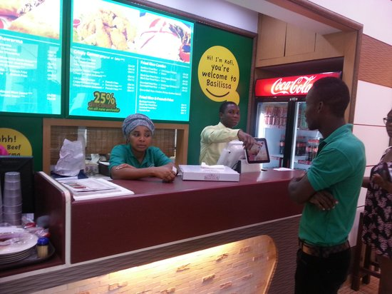 Barcelos : Manager playing on her phone ignoring customers