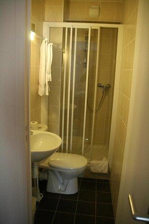 Hotel du Roussillon : la salle de bain