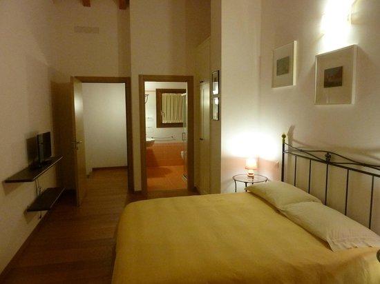 camera con bagno gialla - Foto di B&B Venezia e dintorni, Mestre ...