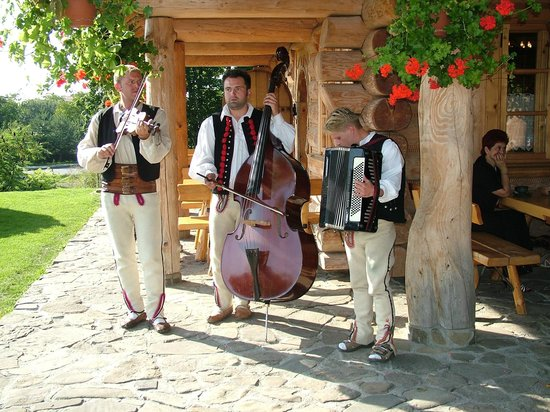 Karczma w Straconce: Traditionelle Folklore