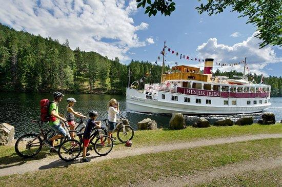 Dalen Hotel: M/S Henrik Ibsen på Telemarkskanalen