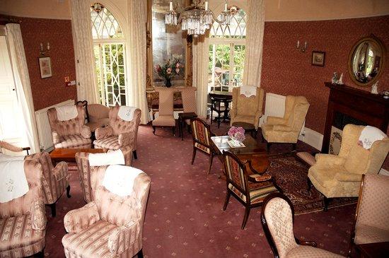 Royal Glen Hotel: Drawing Room