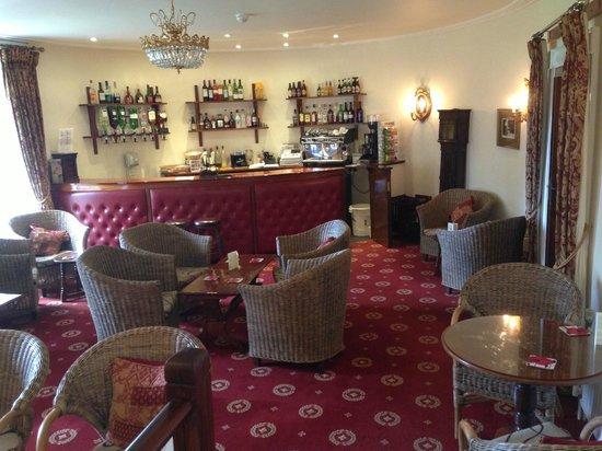 Royal Glen Hotel: Kent Bar