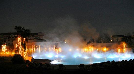 Relilax Hotel Terme Miramonti : piscina di notte