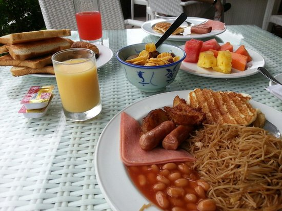 Turi Beach Resort: Breakfast by the beach