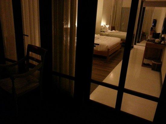 Turi Beach Resort: Night view of room