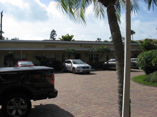 Tropical Beach Resorts : Exterior view
