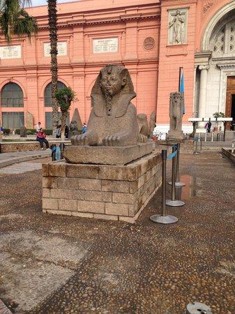 Musée égyptien du Caire : Grounds of the museum