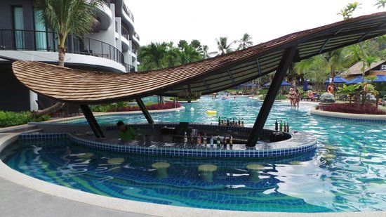 Holiday Inn Resort Krabi Ao Nang Beach: Bar