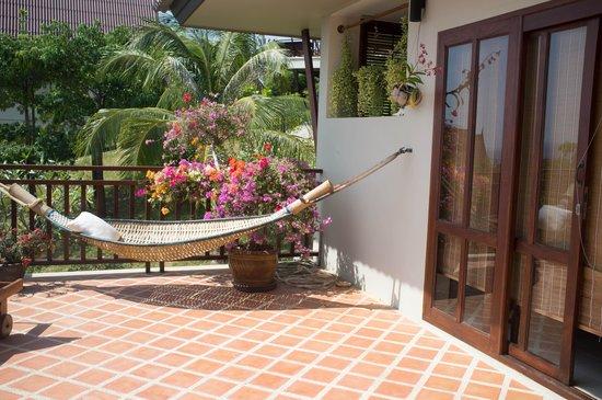 Baan KanTiang See Villa Resort (2 bedroom villas) : The balcony of the house