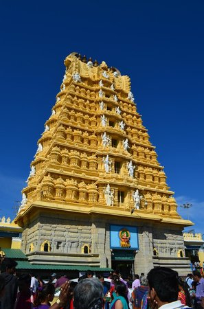 Sri Chamundeshwari Temple: Beautiful Front view