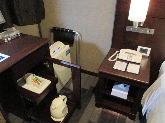 Hotel Mets Yokohama Tsurumi: メッツ鶴見部屋備品 机の上に無線LAN接続キットも