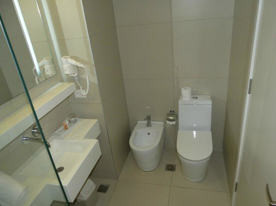 Dazzler Montevideo : banheiro