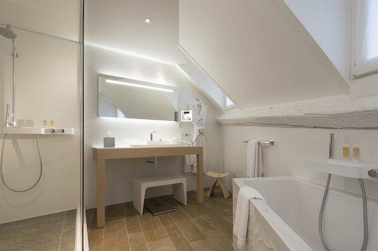 Hotel Chavanel : salle de bain junior suite / junior suite bathroom