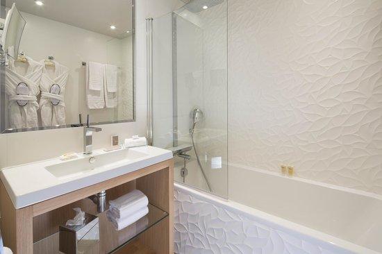 hotel chavanel salle de bain chambre classique bathroom in classic room - Salle De Bain Classique