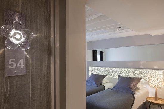 Hotel Chavanel : chambre classique / classic room