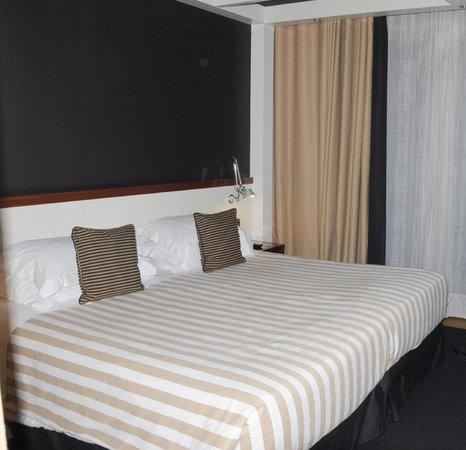 U232 Hotel : Grand lit