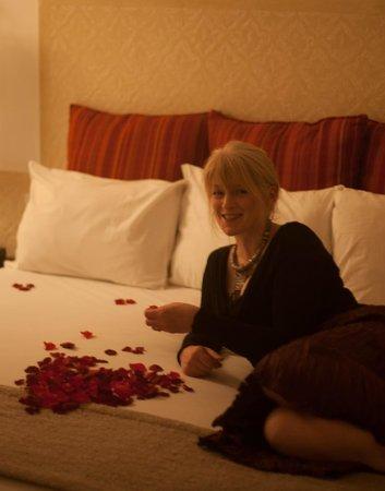 Les Jardins de la Medina : rose petals