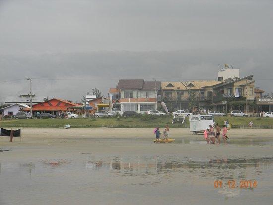 Praia de Ibiraquera: Vista de las construcciones de la Praia de la Barra de Ibiraquera