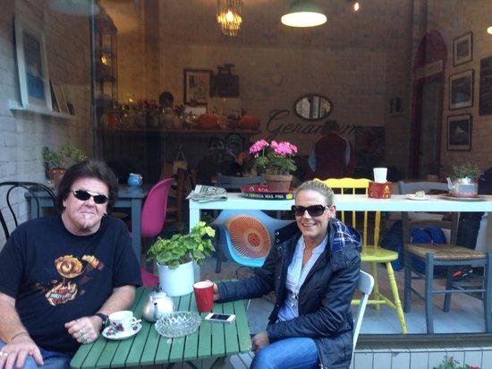 Geranium Coffee: Happy customers