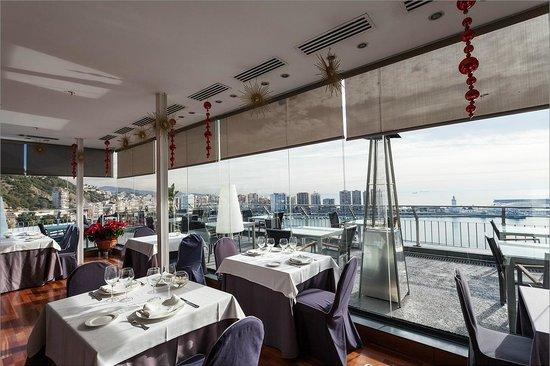 AC Hotel Malaga Palacio: Ресторан на крыше отеля