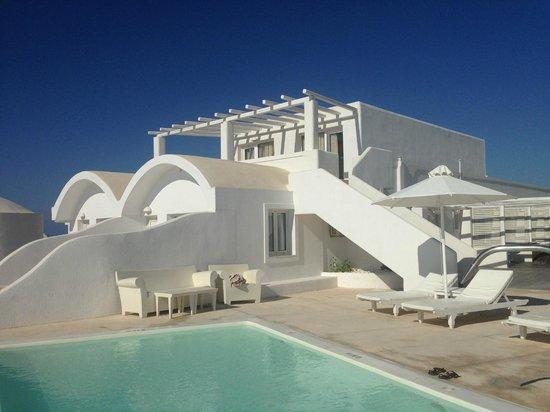 Rocabella Santorini Resort & Spa: Один из номеров с отдельным входом
