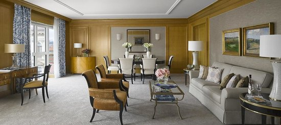 Four Seasons Hotel Prague: Premier Suite living room in Modern building