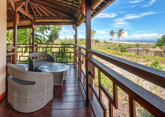 Lautan Kupu - Kupu Villas : room with balcony and full ocean view