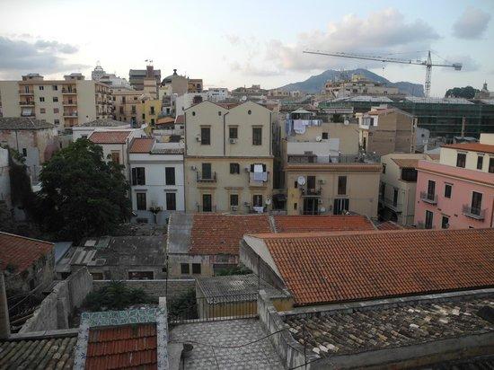 Hotel Columbia Palermo: Вид из окна