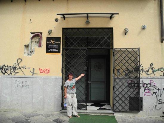 Hotel Columbia Palermo: Вход для гостей
